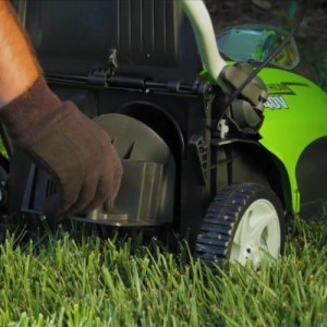 GreenWorks-G-MAX-Mower-40V-4-AH-Li-Ion-Battery-and-Charger-Inc-0-1